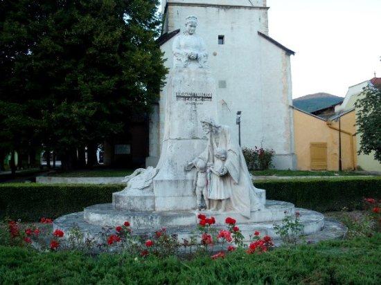 Roznava, Eslovaquia: Monumento e torre