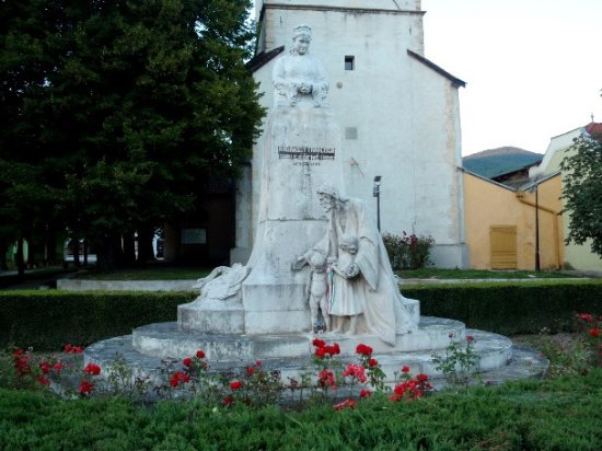 Roznava, Slovakia: Monumento e torre