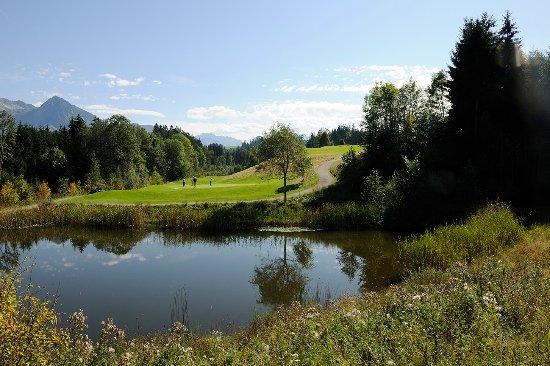Ofterschwang, Allemagne : Golfplatz Oberallgäu - Ausblick Golfrestaurant Seehaus