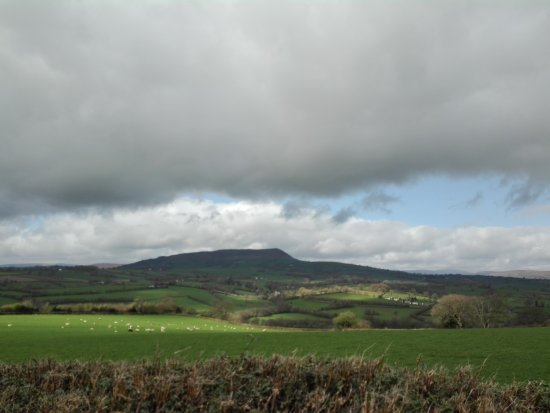 Abergavenny, UK: walking along the Offa's Dyke Path from the castle, you will get a lovely view