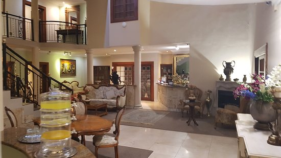 Misty Waves Boutique Hotel Hermanus: 20170424_203853_large.jpg