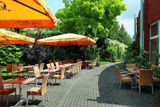 Terrasse im H+ Hotel Köln Hürth