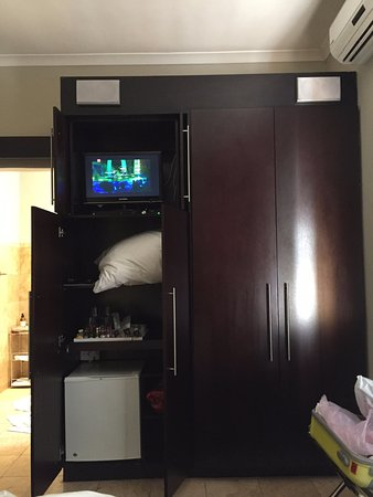 Glen Boutique Hotel & Spa: TV small, but service BIG. Did not mind as everything else made this a minor issue.