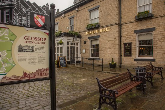 Glossop, UK: Front of pub