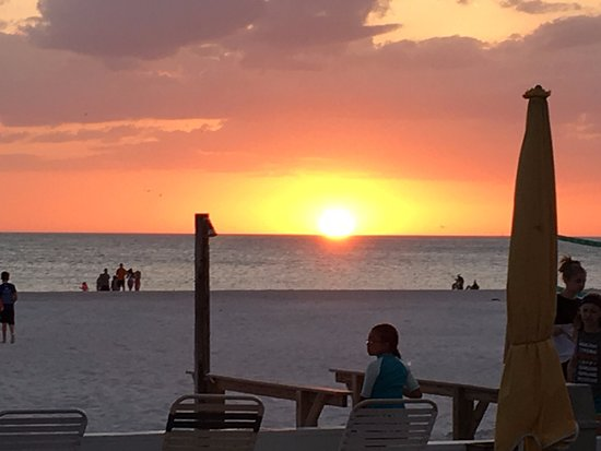 ‪‪Bon Aire Resort‬: Sunset on St. Pete Beach from the hotel bar.‬