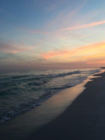 Destin Beach Club: Picture perfect beach!
