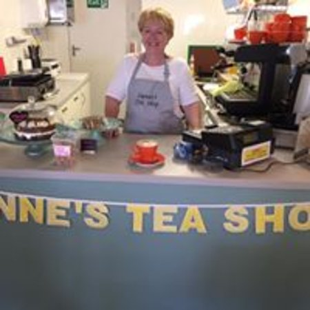 Anstruther, UK: Lynne in her Tea Shop