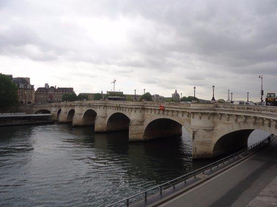 le pont picture of pont neuf paris tripadvisor. Black Bedroom Furniture Sets. Home Design Ideas