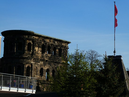 Hotel Garni Casa Chiara : Porta Nigra dalla camera
