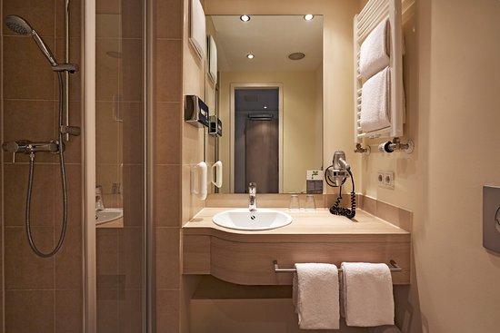 Genial H+ Hotel Munchen: Moderne Badezimmer Im H+ Hotel München City Centre