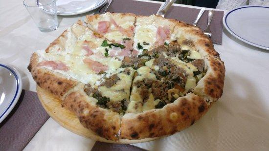 Ozzano dell'Emilia, Italie : Che pizza fantastica!!!