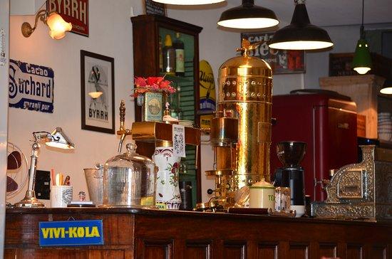 Estavayer-le-Lac, Svizzera: Le bar du Frog's and Roses Café