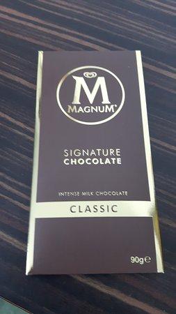 art'otel berlin mitte: Magnum Signature Chocolate in der Minibar