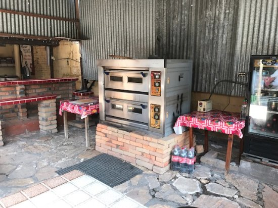 Jim's Pizza: pizza oven