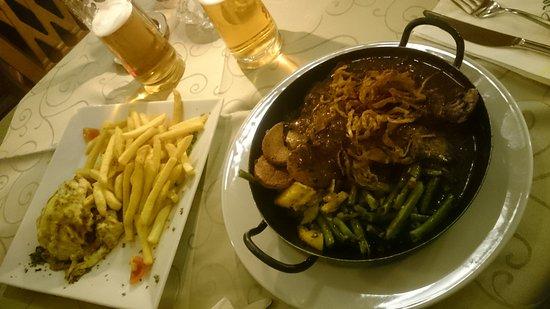 Flachau, Austria: piatti di carne