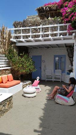 Apsenti Couples Only - Mykonos: privates Gärtchen vor dem Hotelzimmer