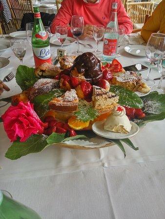 Agriturismo Fattoria Terranova : Mix di dolci e frutta!!! MITICO