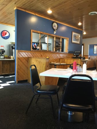 Benton, IL: Very clean and laid back, Pop's BBQ is not your typical greasy joint!