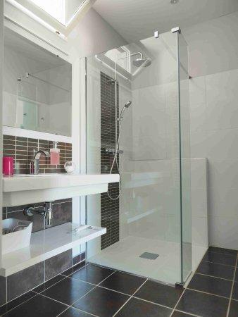 Canaules-et-Argentieres, France: Salle de bain l'Escampette