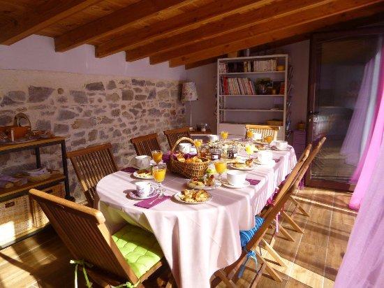 Canaules-et-Argentieres, France: Espace pool house petits-déjeunés