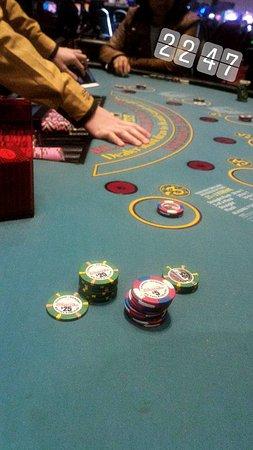 Sands Casino: É proibido mexer no celuar e tirar fotos nas mesas. Não façam como eu, a moça reclamou.