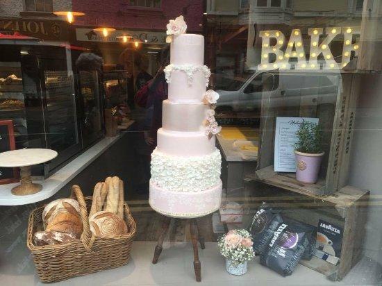 Birr, Irlandia: Nutmegs front window display