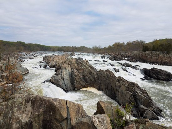 McLean, VA: Photos of the Falls in late Fall
