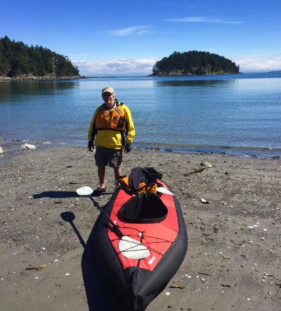 Mayne Island, Canada: Georgeson Island on Bennett, lovely sand beach where kayaks can easily launch