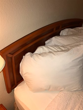 Woodbridge, NJ: headboard falling onto pillows