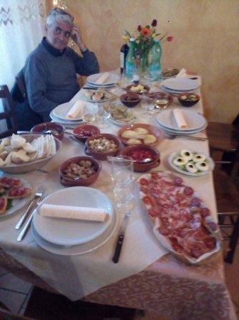 Riola Sardo, Italia: Antipasti buonissimi con prodotti di prima scelta!