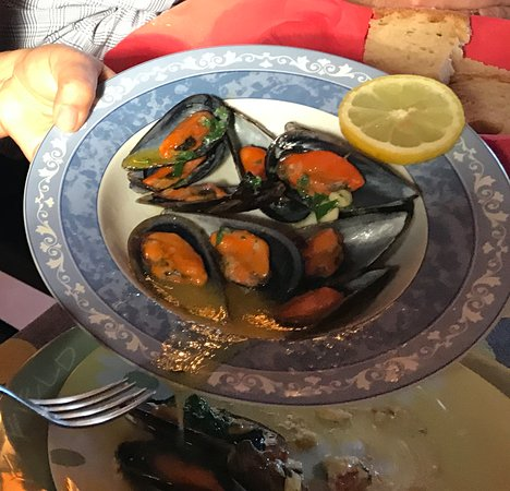 Prazeres, Portugal: Mussels, Madeira Style