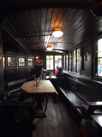 Postwagen: Interior de la zona tren del local