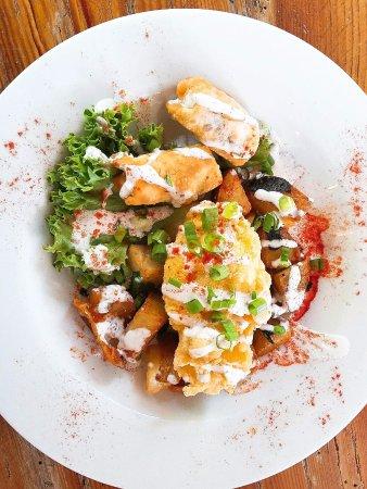 ฟรอนต์รอยัล, เวอร์จิเนีย: Crispy Fried Duck Egg with Duck and Cabbage Spring Rolls, Local Ramp Hash, Drizzled with Ramp R
