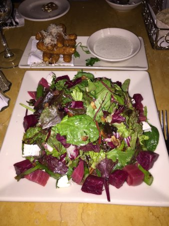 The Cheesecake Factory: Fried Zucchini und Beets with Goat Cheese