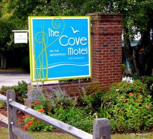 Cove Motel: Front Entrance