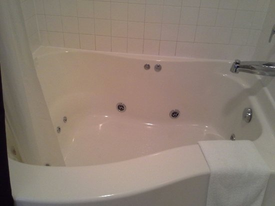 Celina, OH: Whirlpool for two