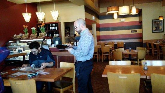เวสต์เลก, โอไฮโอ: The dining room and front counter...