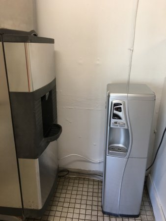 Port Saint Lucie, Floryda: Water dispenser and ice machine