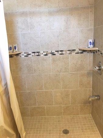 Seaside Heights, NJ: 3 Bedroom Apartment Bathroom