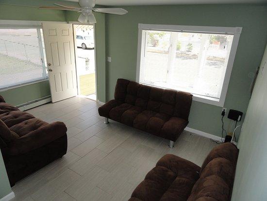 Seaside Heights, NJ: 2 BR House Living Room