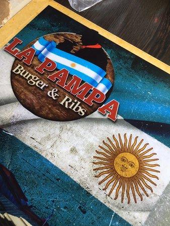 La Pampa Burger & Ribs: Deliciosas opciones argentinas.