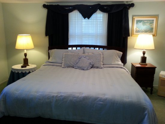 Cullowhee, Carolina do Norte: King Cabin - Main bedroom with King bed