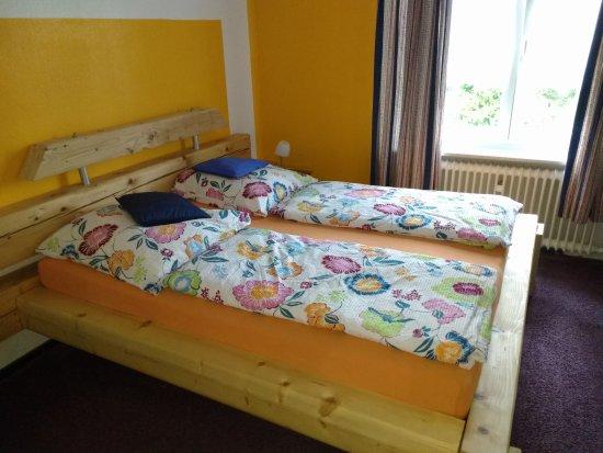 Schlafzimmer 1 im EG, Bett Sonderanfertigung von Kreativwerkstatt ...