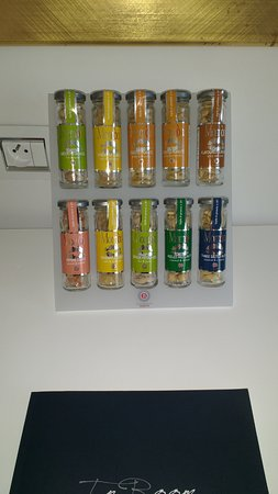 Boscolo Exedra Nice, Autograph Collection: Test-tubes of nuts and dried fruit - all €7 each