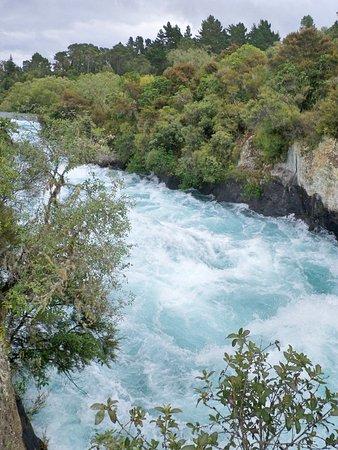 Taupo, Selandia Baru: View of Huka Falls from the bridge