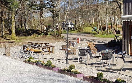 Strathyre, UK: Our newly improved seating area complete with Pétanque court