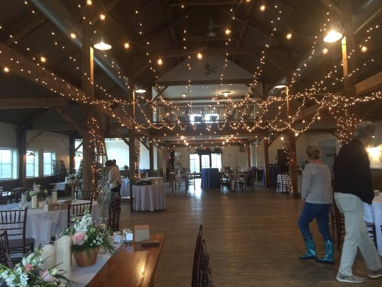 The Mountain Top Inn & Resort: Reception in the barn