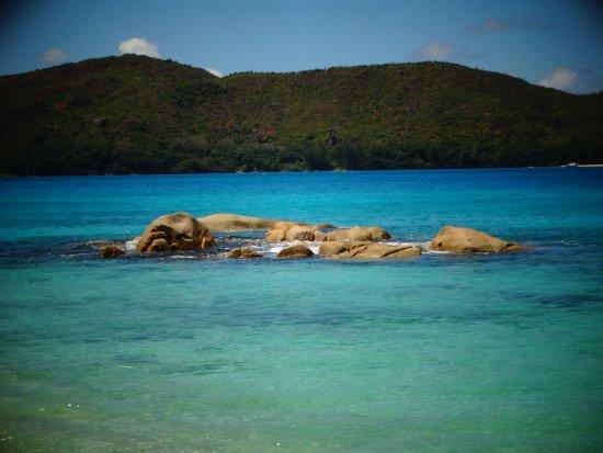 Anse Takamaka, Seychelles: La vista su  Curieuse Island