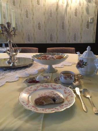 Paris, Canadá: Tea and scones