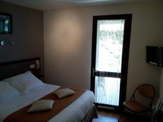 Tour-de-Faure, Frankrig: Chambre double avec terrasse - côté laurière